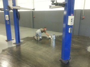 Coated floor for the garage or workshop